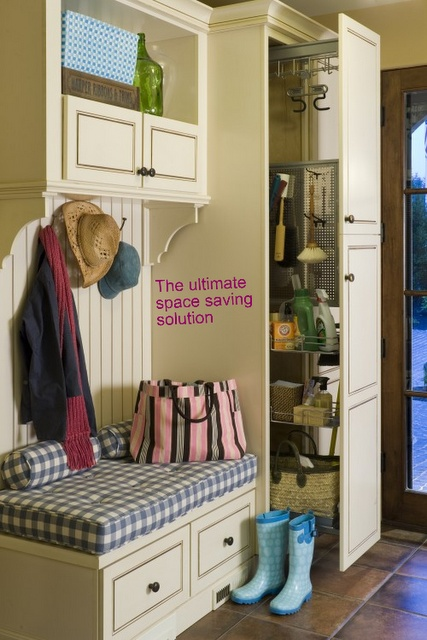 small mud room with pull-out