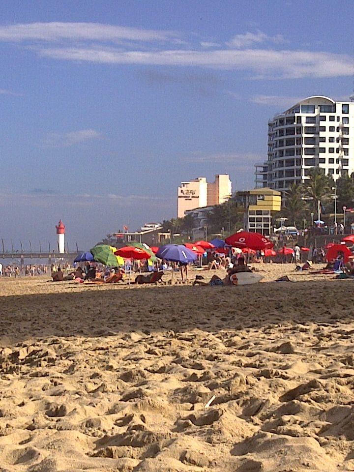 Umhlanga Rocks - a busy day at the beach ... The life saving building is being rebuilt at the moment ...