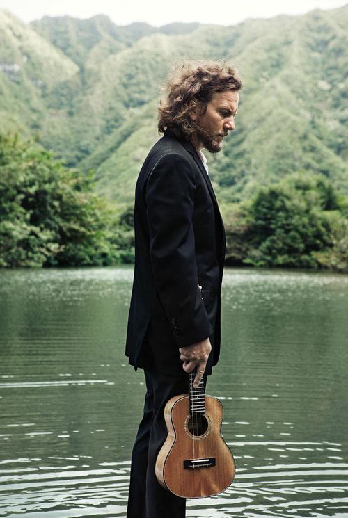 Picture of Eddie Vedder — Original photo: http://www.flickr.com/photos/pearljamofficial/5572742992/