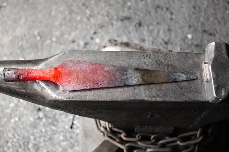 The business end of a spear. Handforged and fresh from the fire. A reproduction of an old Norwegian Viking Spear. #spear #viking #medieval #spearhead #smed #blacksmith #larp #wargames