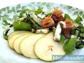 Pear salad with gorgonzola
