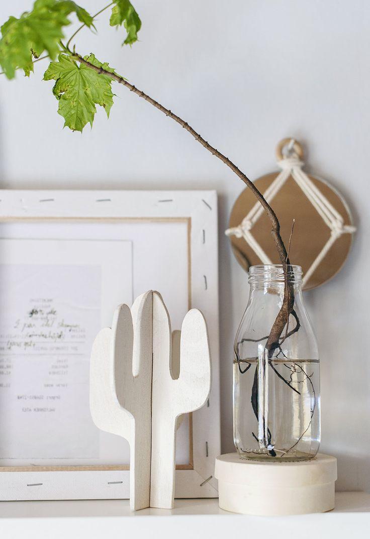 DIY Wooden Cactus Decor   En bit plywood el kartong / Såg el sax (har du inte tillgång till figursåg kan du använda en bit tjock kartong och en bra kniv eller sax istället – då kommer tidsåtgången för det här projektet bli minimal / Fin färg /