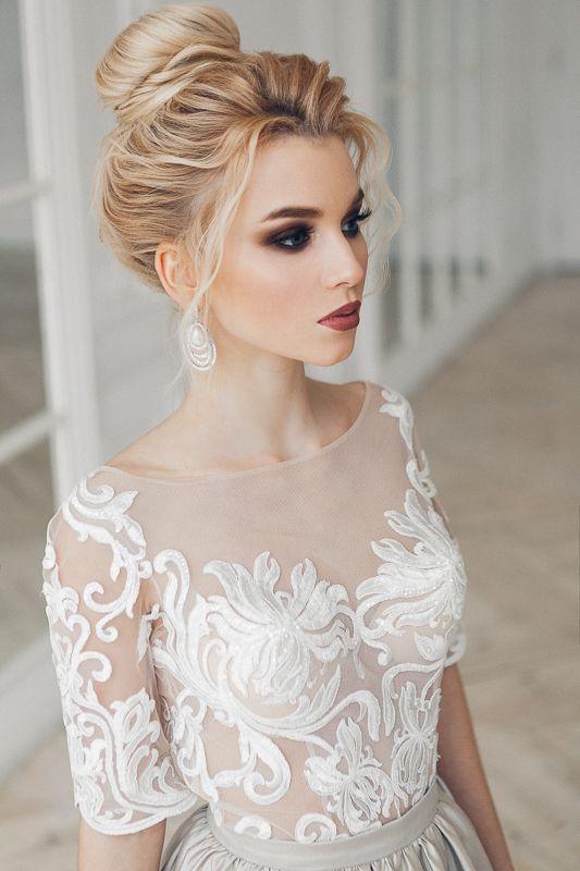 Atemberaubende Hochzeitsfrisur Und Make Up Frisuren Hochzeit Frisuren Dramatic Bridal Makeup Bridal Makeup For Blondes Asian Bridal Makeup