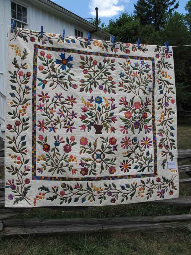 Traditional applique quilt - this would take me 10 years to make - just saying.