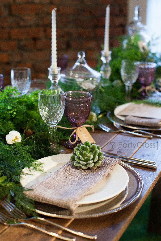 eco style tablescape whith outdoor wood table