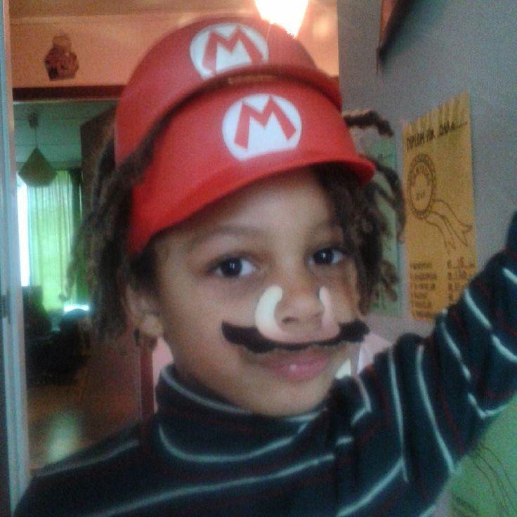 siggiboo: Seriøs dobbelt Mario.. #mario #dobbel #dille #nintendo #gameboy #fan #idol #Ottodyr #Detderliv #detbedste #overskæg #mustache #realfamilystuff #gameboy #microobbit