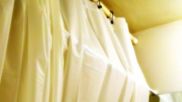 ユニットバスあるある?冷たいシャワーカーテンがまとわりつく効果と対処法   プラセブログ