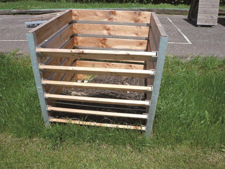 komposter selber bauen holz interesting holz hochbeet im garten neben einer terrasse with. Black Bedroom Furniture Sets. Home Design Ideas