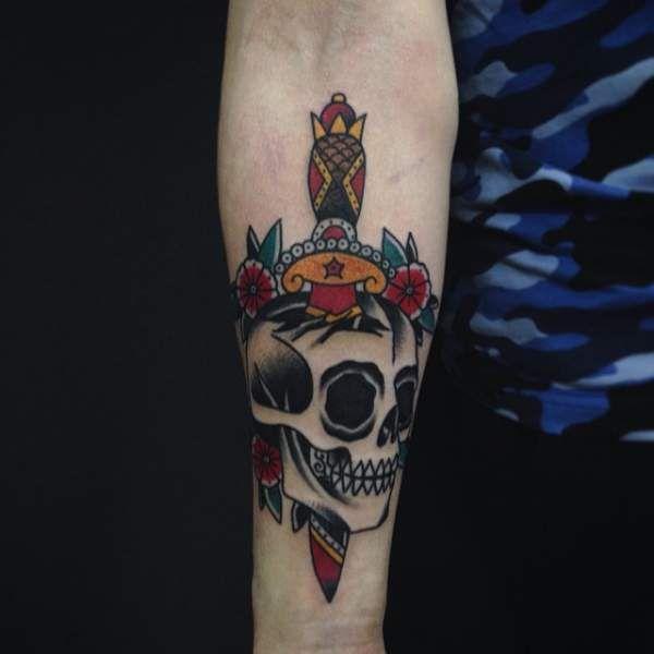 17 meilleures id es propos de tatouages t te de mort sur - Tatouage tete de mort avant bras ...