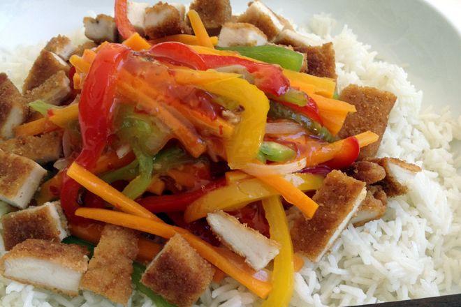 Ασιατικά λαχανικά με ρύζι και σνίτσελ κοτόπουλο - Food-Factory | Ζυμαρικά - InStyle.gr