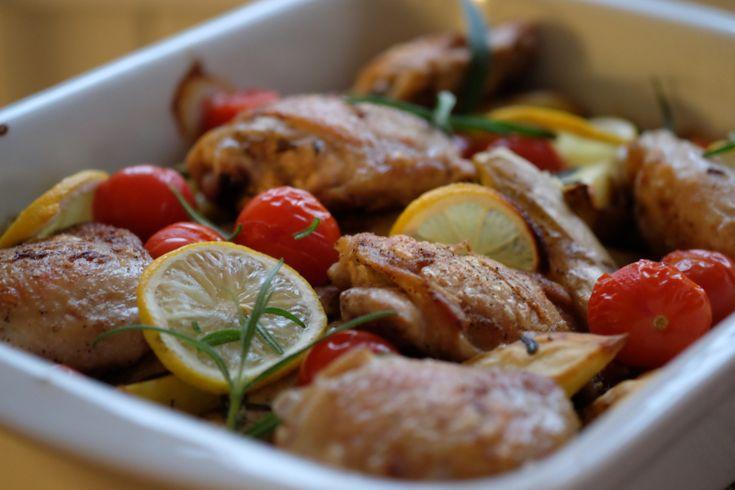 Dette er ideell middag. Jeg elsker mat som nærmest lager seg selv i ovnen. Slik som denne.  Safti...