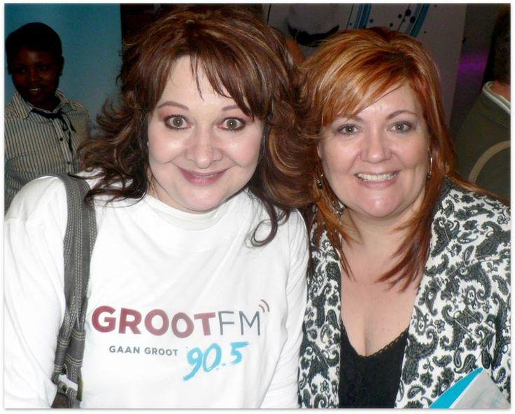 Reeva Schoeman, een van die aanbieders op hierdie radiostasie saam Amalia van Jaarsveld.