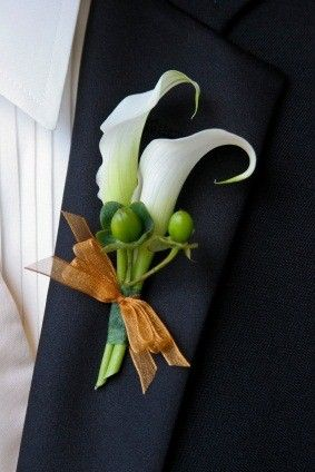Calla Bout with Hypericum berries - use only one orange calla and wrap the stems in burlap twine for Audrey