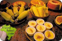 Pamonha, bollo elaborado de maíz, envuelto en hojas de maíz o banano.