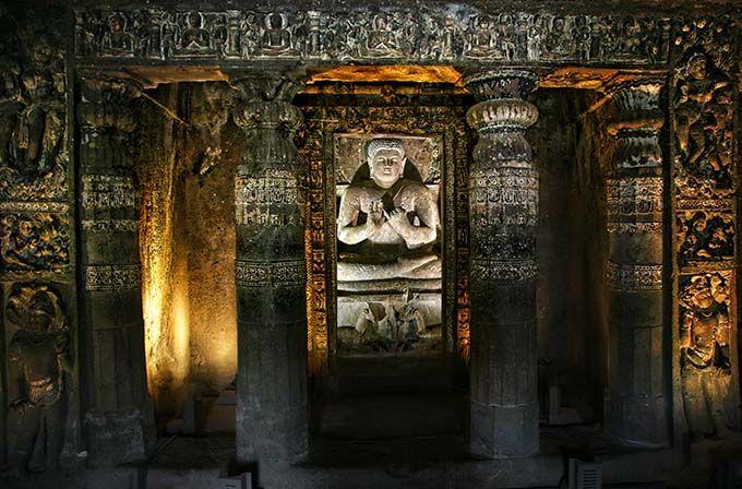 Cuevas de Ajanta y Ellora, India Las cuevas de Ajanta y Ellora son dos maravillas de la India y ejemplos perfectos de templos excavados en la roca. Son Patrimonio de la Humanidad y toda una explosión de creatividad a través de esculturas y pinturas que decoran ricamente cada una de las grutas. Maravillas subterráneas: 20 lugares increíbles bajo tierra   Skyscanner