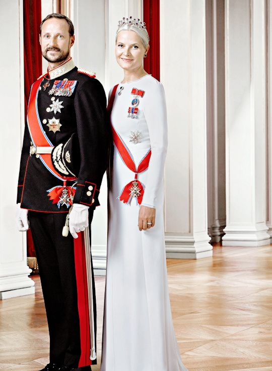 New Official Portraits commemorating the Silver Jubilee of King Harald V. 2016.