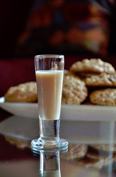 Literally the best tasting shot you will ever have! Fireball Oatmeal Cookie Ingredients:  1/2 oz. Fireball Whisky 1-1/2 oz. Butterscotch Schnapps 1 oz. Kahlua 1/2 oz. Baileys Irish Cream  Directions:  Pour all…