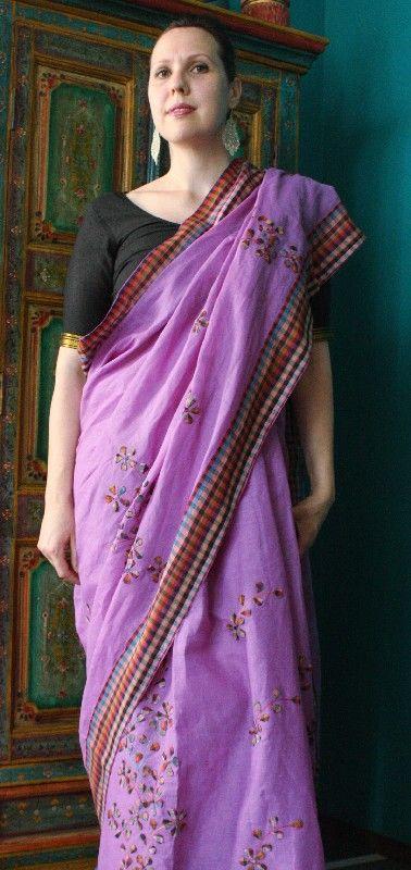 Sari bengalese lilla con applicazioni realizzate a mano http://diwalistore.it/sari-indiani/sari-cotone-lilla.html