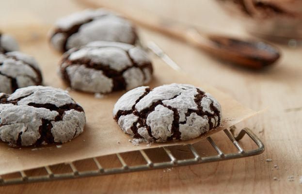 Try this Cocoa Crinkle Cookies recipe, made with HERSHEY'S products. Enjoyable baking recipes from HERSHEY'S Kitchens. Bake today.
