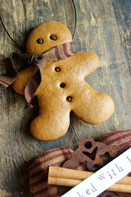 Recipe for making decorative gingerbread ornaments #DIY Christmas gift idea