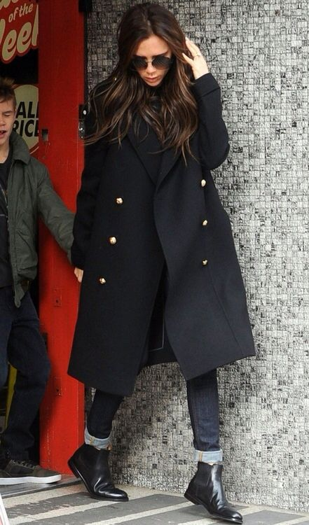 Hands up if you're a Victoria Beckham fan (me!me!). Is this not the perfect do-all-mum autumn winter style look? I love peacoats