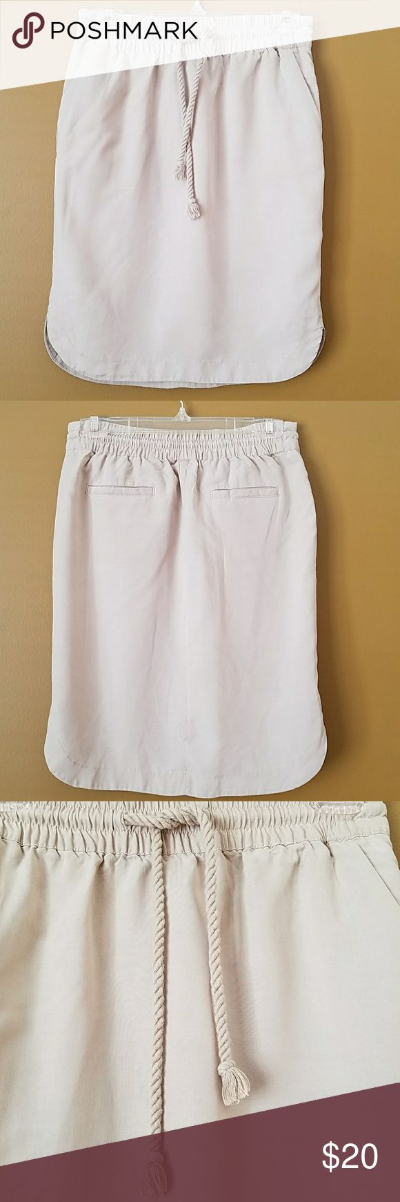 [LOFT] Khaki Tulip Skirt Cute khaki skirt with pockets. Rounded hem for a very pretty feminine fit. Drawstring and elastic waist. Lightweight. Waist: 14.25, Length: 22 inches. 100% Tencel Lyocell. Excellent condition. Add to bundle to save! (AA4) LOFT Skirts