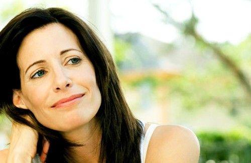 La ménopause est une étape tout à fait normale dans la vie d'une femme. Venez découvrir nos conseils naturels pour la vivre au mieux !