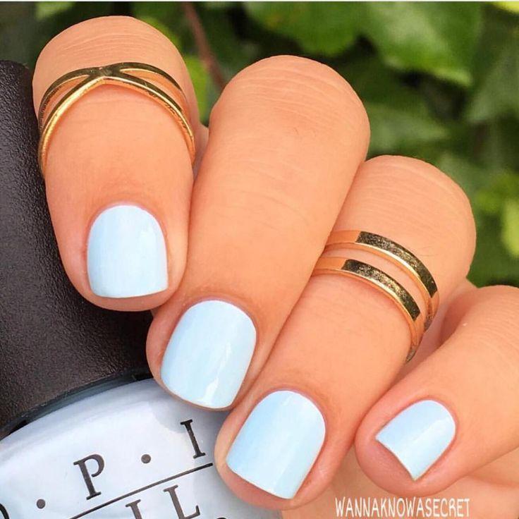Mooie manicure voor een bruiloft iets blauws. Er zijn subtielere opties o …