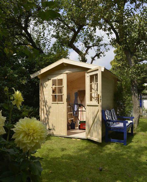111 best abris de jardin maisonnettes et cabanes images for Construire abri jardin