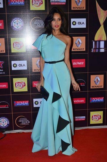 Lisa Haydon at Apsara Awards wearing a designer dress by Gauri & Nainika. To view, visit:    http://www.vogue.in/content/15-gauri-nainika-gowns-celebrities-love#11