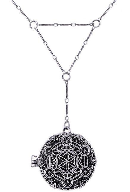 Collar Geometría Sagrada de #restyle #colgante #gotico #goth #alternativo #occult #gothicfashion #gothicstyle #colgantes #joyeria #paganism #wicca #pentagrama #pentagram #xtremonline