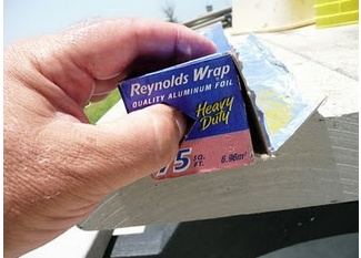Did you know Reynolds Wrap has a tab on the end(s) to punch in and keep the roll in place?  duh!  I just verified it!Sweets Home, Make Life Easier, Helpful Hints, Home Tips, Helpful Tips, Household Tips, Tips And Tricks, Diy Home, Households Tips