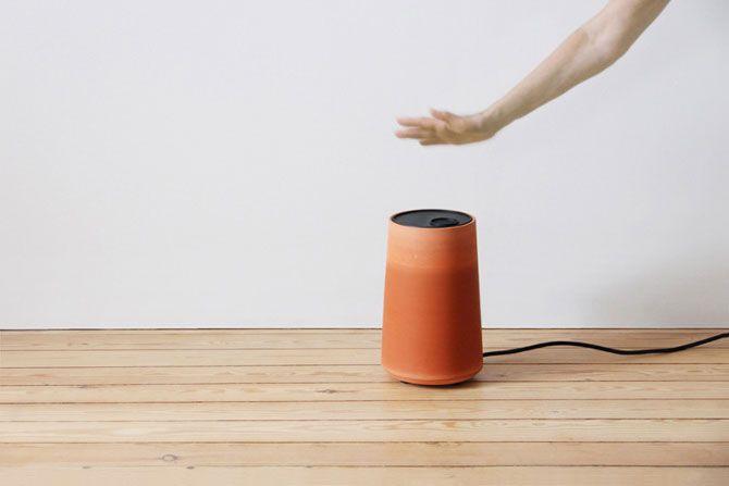 Un climatiseur à eau utilise un petit ventilateur électrique et un contenant en terre cuite pour abaisser la température d'une pièce de 10°C.