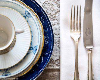 Blå og hvit alltid delikat - Delicious blue and white #borddekking #table setting #wedding #party #selskap #bryllup #konfirmasjon #dåp #arabia #bingogrøndal #utleie