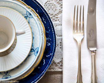 Blå og hvit alltid delikat - Delicious blue and white #borddekking #table setting #wedding #party #selskap #bryllup #konfirmasjon #dåp #arabia #bingogrøndal #utleie