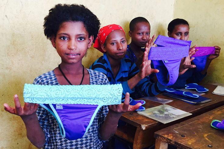 Kyllingfjær, spon og tørkede maiskolber – det må noen jenter bruke når de har mensen. Men hva med søppelberget hvis alle kvinner bruker bind og tamponger? Våre afrikanske søstre har skjønt det: kopp, svamp og gjenbruk er tingen.