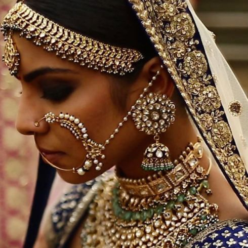 Have you seen prettier jewellery?! That matha pati, the jhumkis, the bridal nath!!! SO much to love.