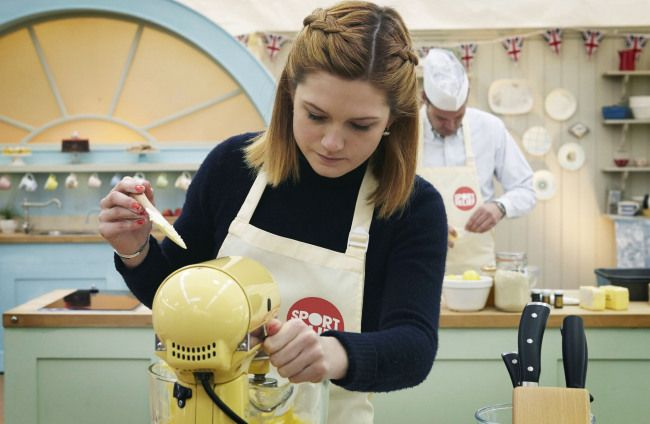 Sport Relief Bake Off 2014, episode 1: Bonnie Wright casts a spell over Paul Hollywood and Mary Berry   Metro News