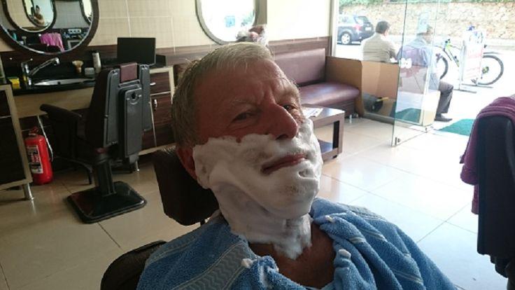 En toppnytelse jeg sjelden opplever.Besøk hos min faste tyrkiske barberer. Kan du tenke deg noe så godt for en mann og bli stelt og dullet med i nesten 35 minutter.