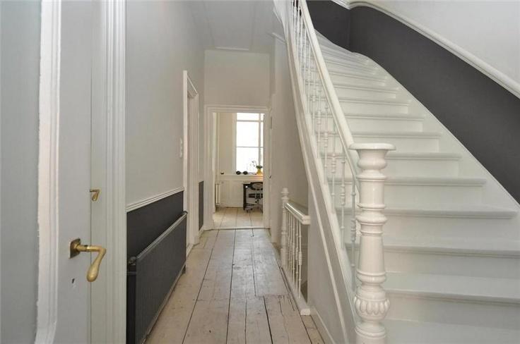 du gris en sous bassement dans l'escalier ?