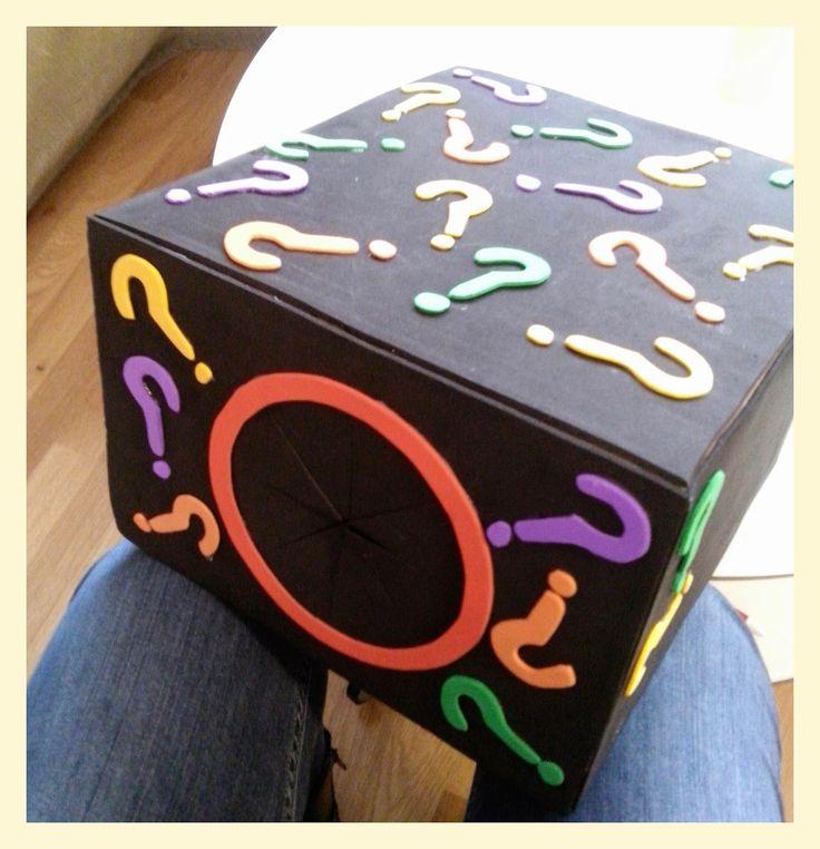 Caja misteriosa, descubrir únicamente a través del tacto los objetos que hay en su interior.