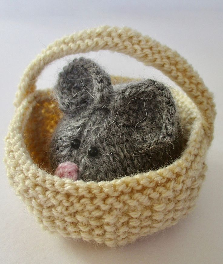 Knitting Pattern for Squeaky Mouse in Basket - This little mouse by the amazing Amanda Berry is 7cm long and 6cm wide, and the basket is approximately 10cm diameter.