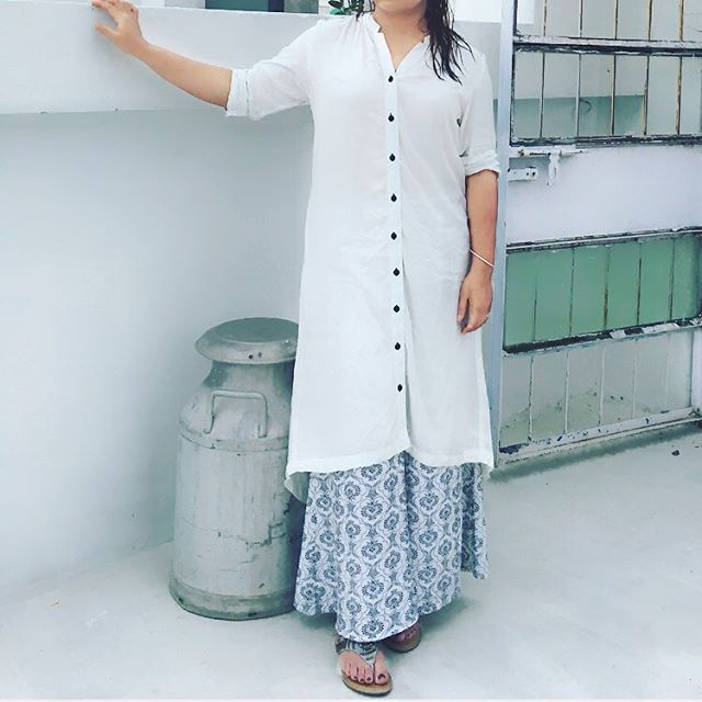 White buttoned kurta with printed palazzo pants ,perfect pairing for this weather have you regard our blog on must have kurtas yet? Shop the must have pieces from our websites!! Link in bio #ootd #potd #indiandressing #indian #india #instagood#instalikes#instalike#instamood#cotton #kurta #trends #summer #fashion #yourindiastore#outfit#outfitoftheday