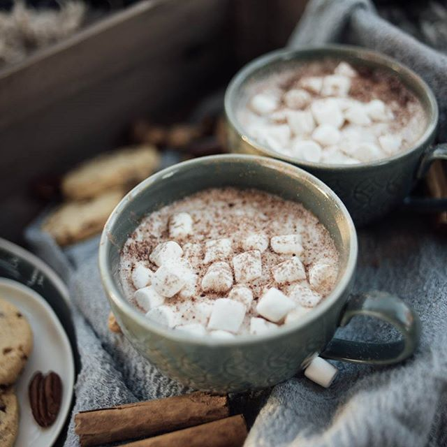 FIRESIDE ELOPEMENT /// One of my favourite things about styling a winter wedding is the food and drinks you can work with ... what better for a cosy fireside elopement than steaming mugs of hot chocolate stirred with cinnamon.