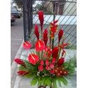 Con rosas - Floreria Qantua || Arreglos florales | rosas | lilium | girasoles | ramos | bouques | arreglos funebre | flores para nacimientos | flores para bautizos | flores romanticas | flores para el dia de la madre | flores para enamorar