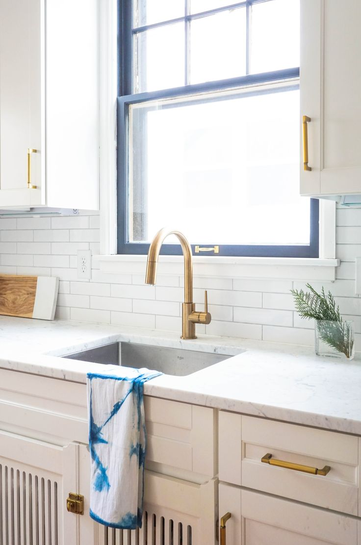 This is one stunning kitchen renovation! From the modern gold hardware to the vintage subway tiles, this minimalist kitchen is beyond dreamy.