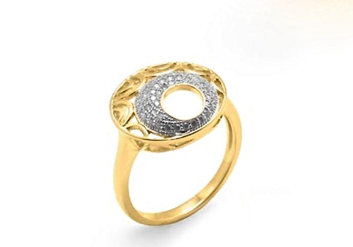 Elegante diseño que consigue destacar de entre la variedad de #joyas que se ven, es un #anillo de #plata con baño en #oro y hará las delicias de las más coquetas