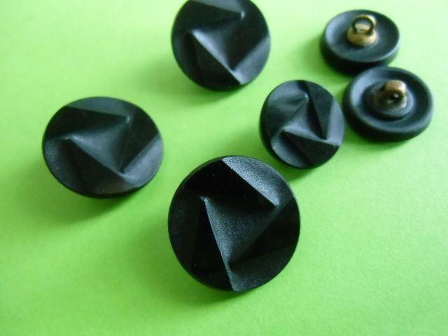 Glasknöpfe - Knopf schwarz 1,8 cm 1,4 cm Glasknopf Jet - ein Designerstück von un-moegliches-aus-Stoff bei DaWanda