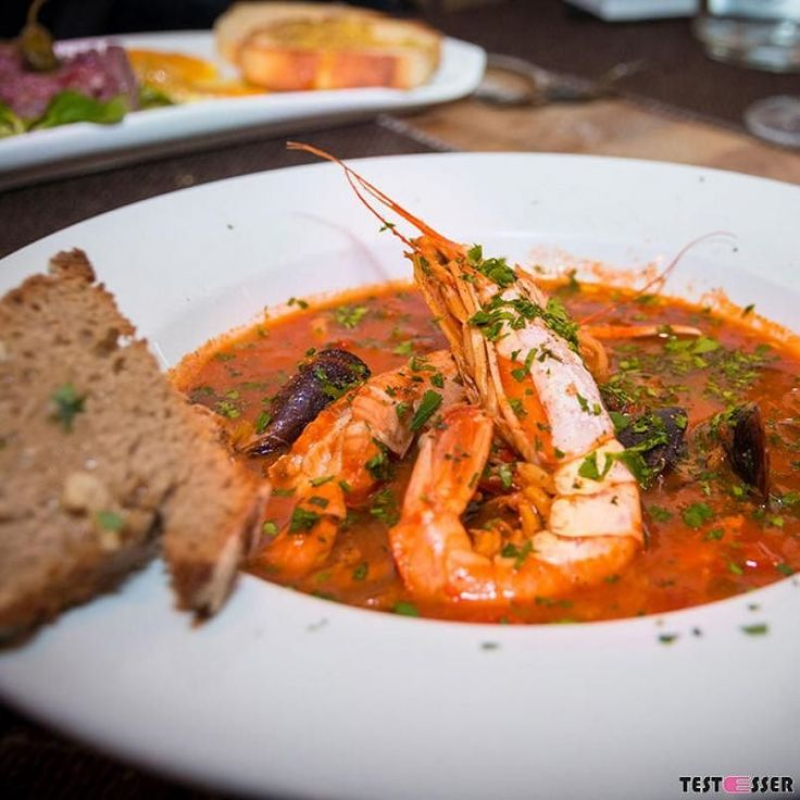 Psssst! Es folgt ein Geheimtipp! Ganz versteckt im Innenhof mit herzigem Gastgarten wird in der L'Enoteca dei Ciclopi sizilianisches Flair mitten in Graz vermittelt. Den Bericht gibt's heute neu im Blog! #enoteca #sizilieningraz #soschmecktgraz #italienisch #restauranttipp #restaurrantgraz #geheimtipp #foodgasm #foodpic #instafood #foodies #foodie #foodshot #foodstagram #instafood #photooftheday #picoftheday #testesser #graz #steiermark #austria #igersgraz #grazblogger #blogger_at #instagraz…