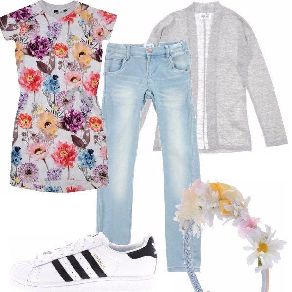 Arriva l'estate anche per le piccole donne. Vestito floreale in tutte le tonalità, jeans chiari e golfino grigio in cottone. Scarpe da tennis bianche a righe, molto sportive e cerchietto con i fiorellini che richiamano l'abitino. Adatto per le bimbe dai 9 in su.